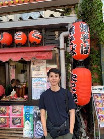 Bersama Ilham: Di Meja Panjang Kantin Karyawan pada Jam MakanSiang
